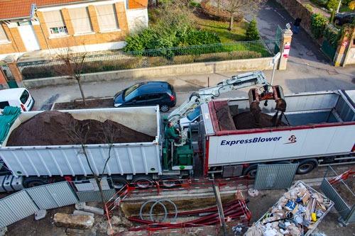 LA-SOLUTION-TERREOLE-Villepinte-Chargement-de-Express-Blower-par-camion-grue