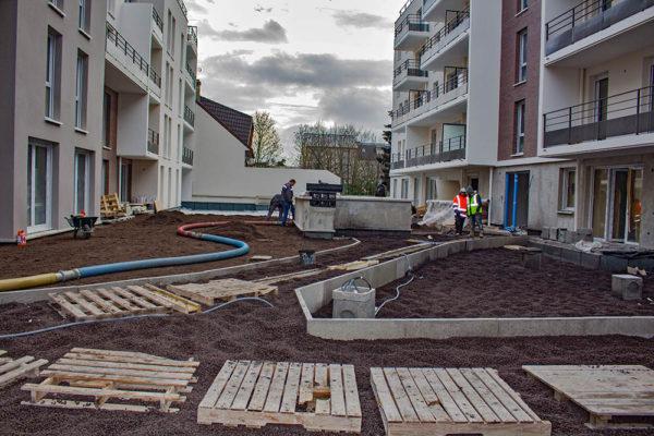 TERREOLE-Villepinte-soufflage-du-substrat-sur-le-patio-avant